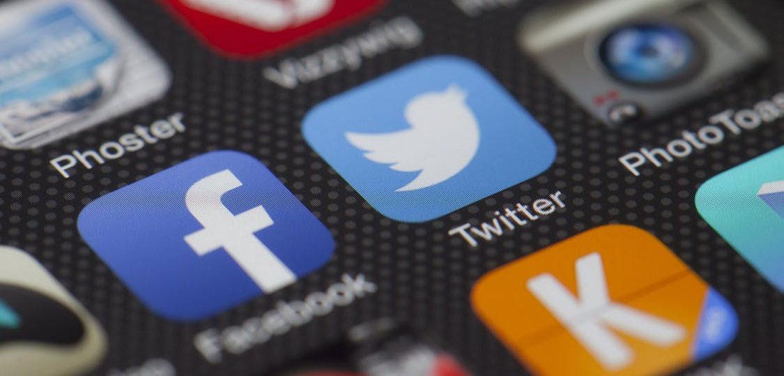blog-2017-11-social-media-trends-small